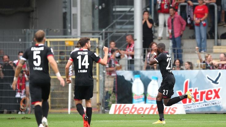 Anthony Modeste trifft für den 1. FC Köln gegen den SC Freiburg.