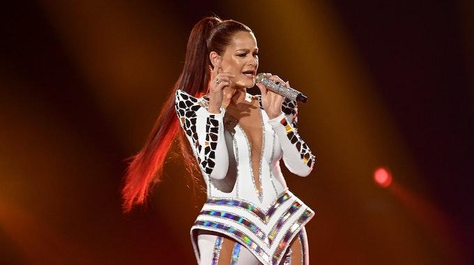 """Die Sängerin Andrea Berg steht bei der ARD Fernsehshow """"Schlagerbooom 2019"""" in der Westfalenhalle auf der Bühne. +++ dpa-Bildfunk +++"""