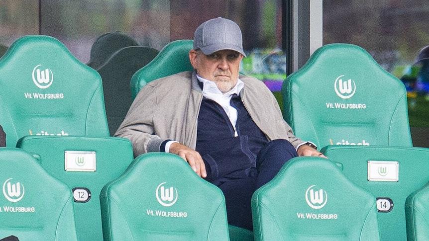 Jörg Schmadtke, Geschäftsführer in Wolfsburg, auf der Tribüne.