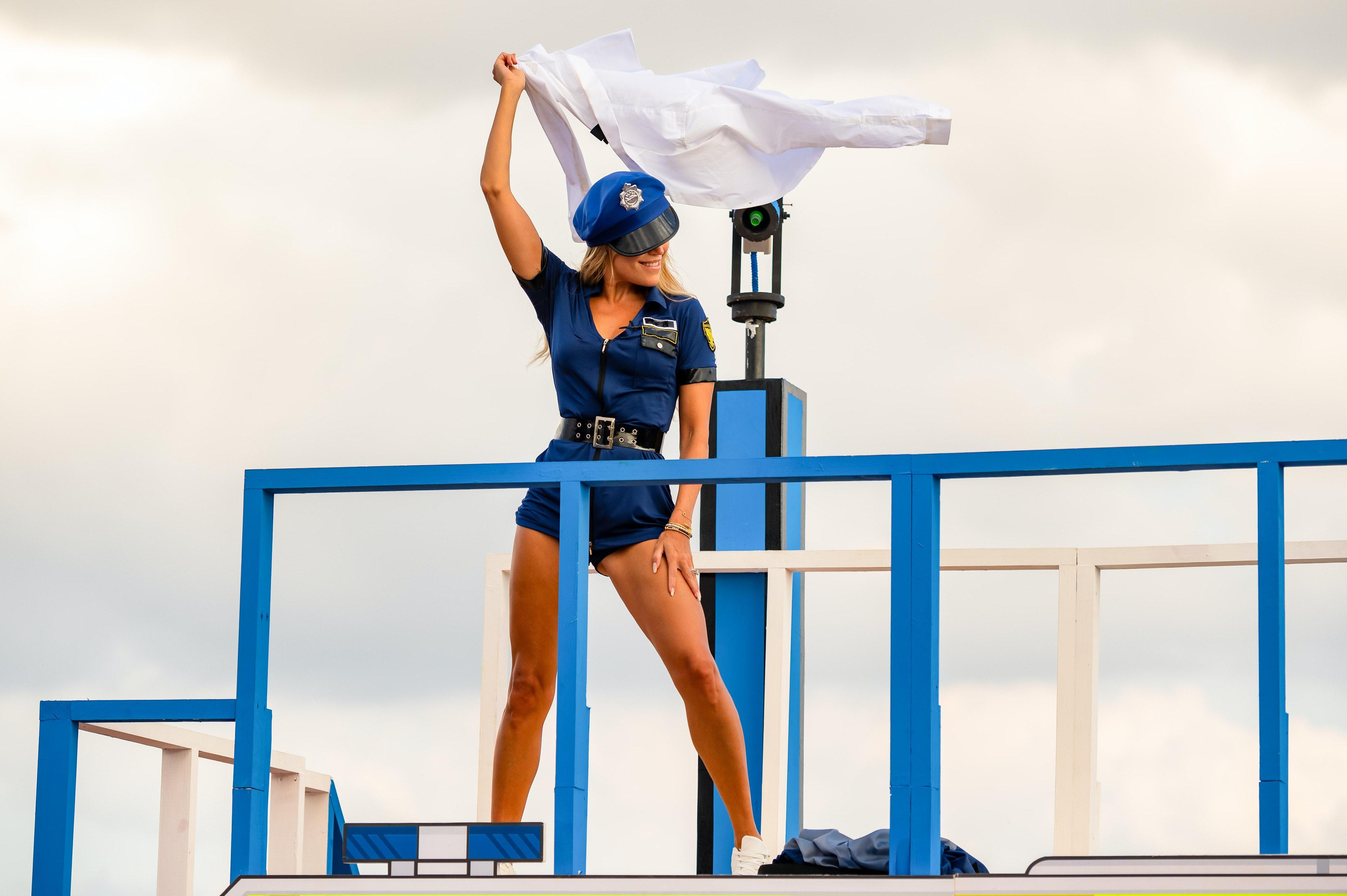 Sylvie Meis: Heißer Striptease bei Love Island in Polizei-Uniform