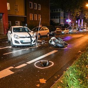 Unfall mit Auto und Motorradfahrer auf der Castroper-Straße in Bochum.