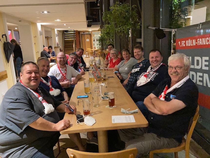 Treffen unter Freunden: Der Fan-Club Wilder Süden kam nach der Partie in Karlsruhe zusammen.