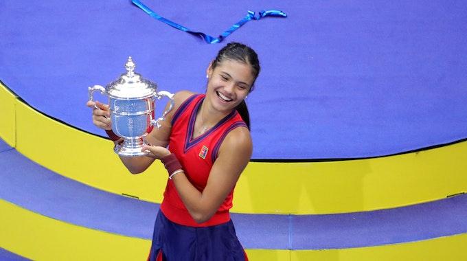 Emma Raducanu freut sich über den Gewinn der US Open
