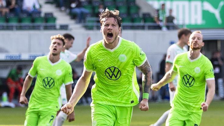 Wout Weghorst jubelt über sein Tor für den VfL Wolfsburg.