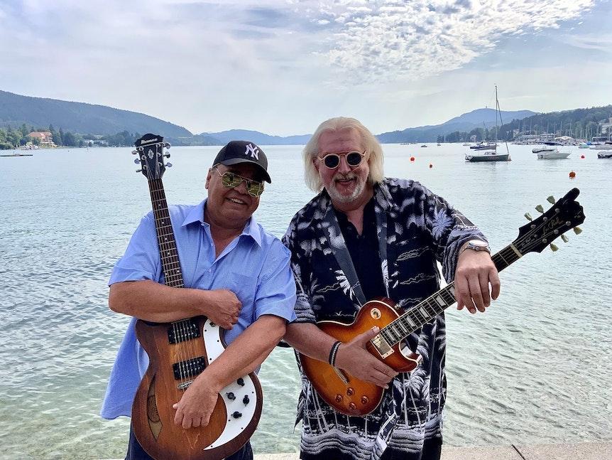 Kölner Musiker Micky Brühl (l.) und Gerry Toriser im Sommer am Wörthersee.