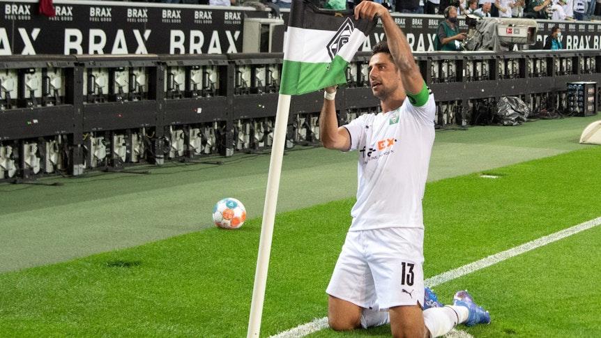 Borussia-Kapitän Lars Stindl bejubelt am 12.September 2021 seinen Treffer zum zwischenzeitlichen 1:0 gegen Arminia Bielefeld im Borussia-Park.
