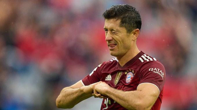 Robert Lewandowski bejubelt seinen Treffer gegen Hertha BSC.