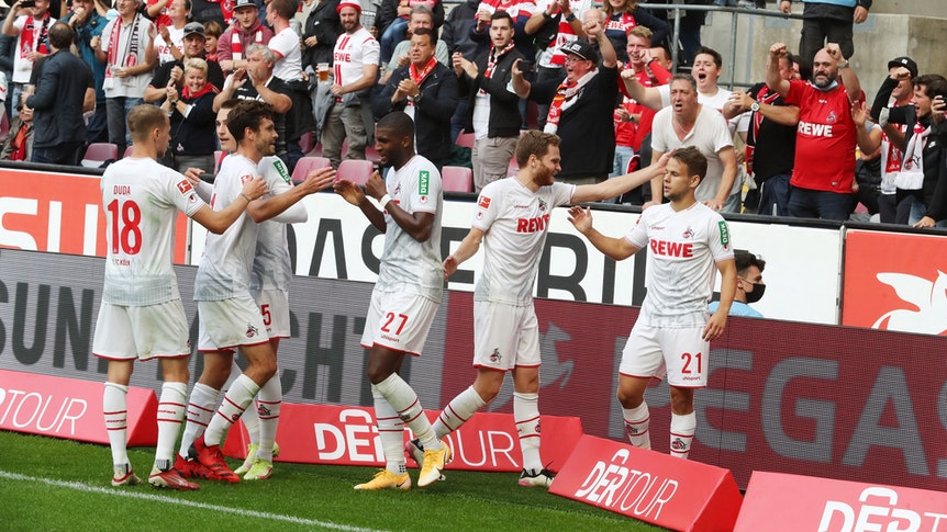 Der 1. FC Köln jubelt gegen den VfL Bochum.