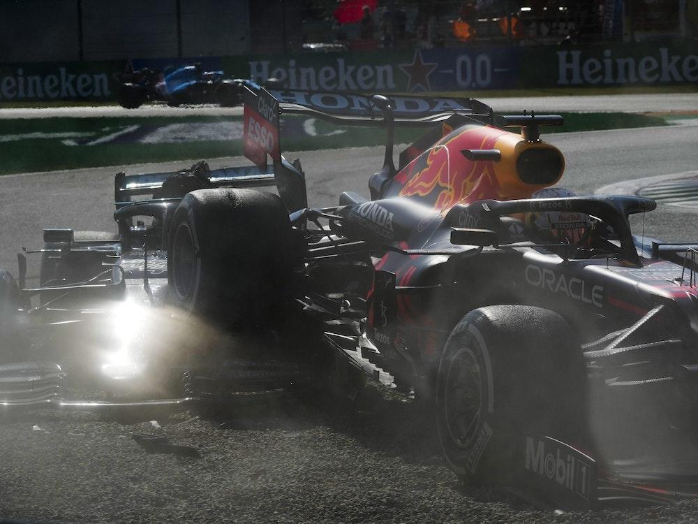 Crash in Monza: Red Bull-Fahrer Max Verstappen (r.) und Mercedes-Pilot Lewis Hamilton