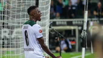 Denis Zakaria, Spieler von Borussia Mönchengladbach bald beiden Fäuste zum Jubel nach seinem Tor im Bundesligaduell am 12. September 2021.