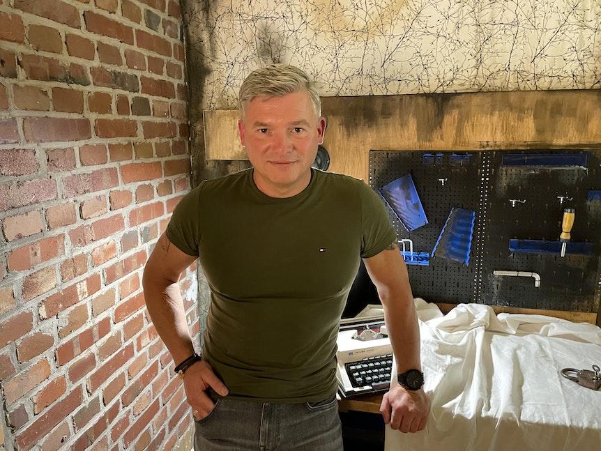Bestseller-Autor Andreas Winkelmann im Escape Room.