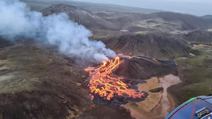 Aus dem Vulkan Fagradalsfjall brodelt erneut Lava. Unser Foto zeigt den Ausbruch im März 2021
