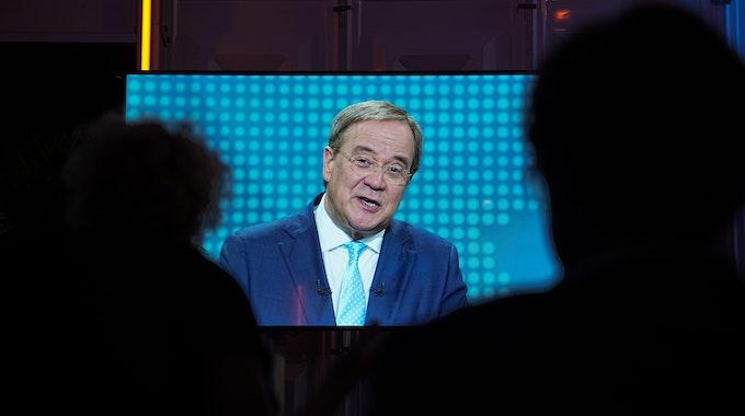 Armin Laschet im TV-Triell: Die CDU-Anhänger feuerten ihren Kanzlerkandidaten mit einem skurrilen Video an.