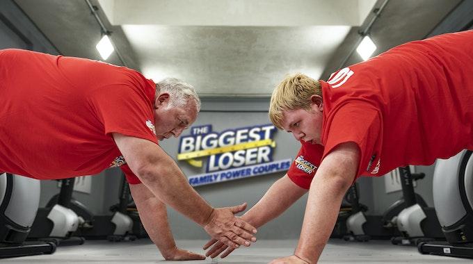 """Die Kandidaten Manni und Lukas (r.) in der Sat.1-Show """"The Biggest Loser - Family Power Couples""""."""