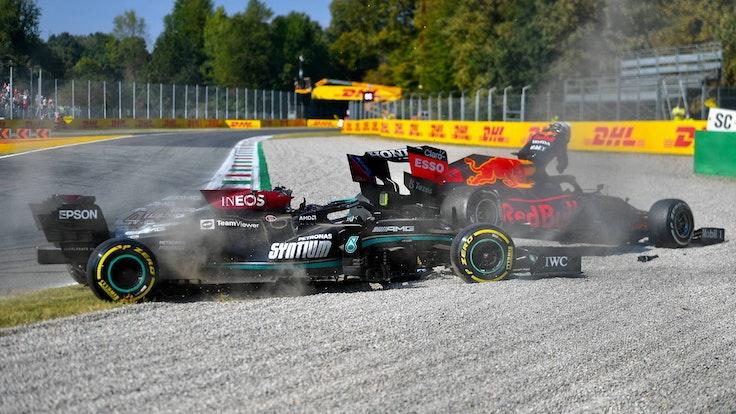 Lewis Hamilton und Max Verstappen sind nach einem Unfall in Monza beide ausgeschieden.