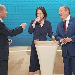 Die drei Kanzlerkandidaten Olaf Scholz (SPD, l-r), Annalena Baerbock (Bündnis90/Die Grünen) und Armin Laschet (CDU) im ARD-Studio.