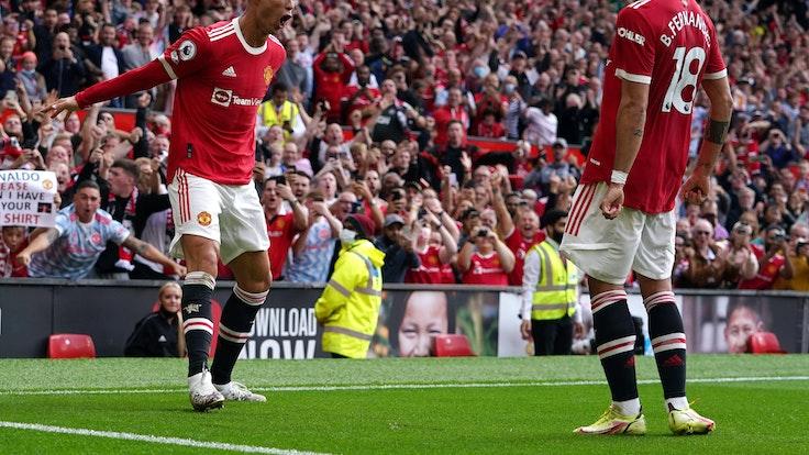 Cristiano Ronaldo jubelt über sein Comeback-Tor für Manchester United gegen Newcastle mit Bruno Fernandes.