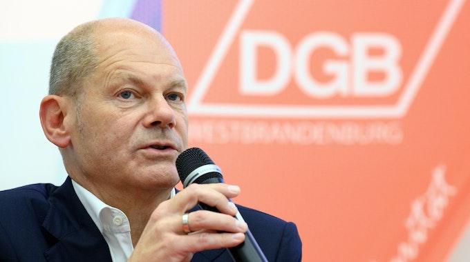 Olaf Scholz (hier ein Archivbild vom 9. September 2021 bei einer Diskussion in Brandenburg) will Kanzler werden und der SPD den Sieg bei der Bundestagswahl 2021 sichern.
