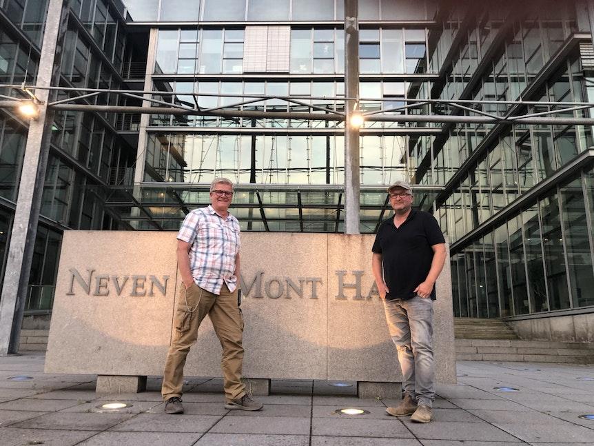 Markus Wipperfürth und Ralf Klohr (rechts) am Neven DuMont Haus