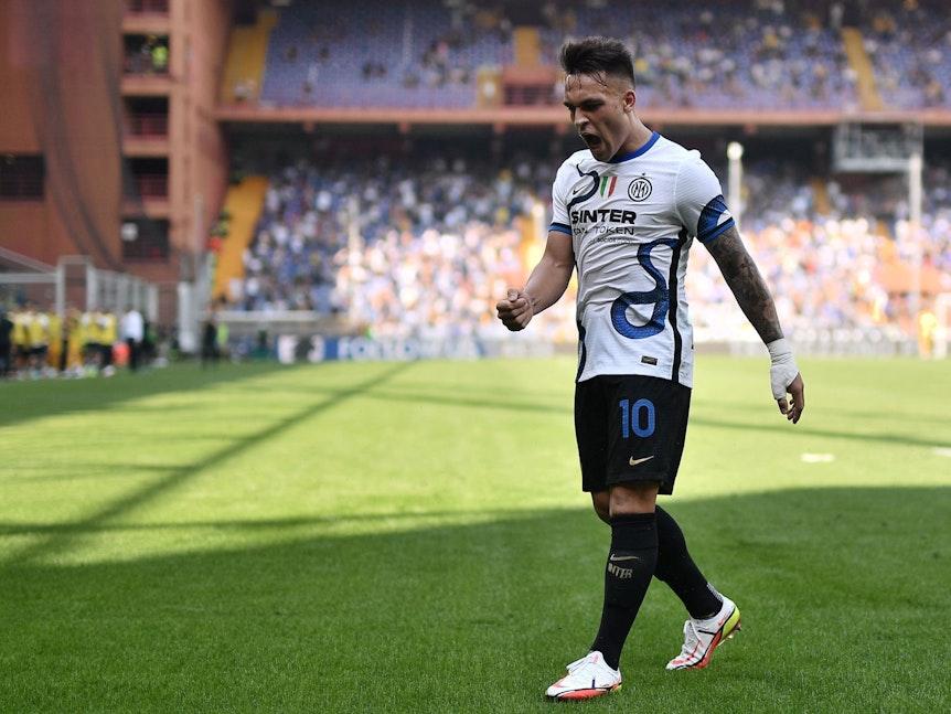 Lautaro Martinez jubelt im Auswärtstrikot von Inter Mailand
