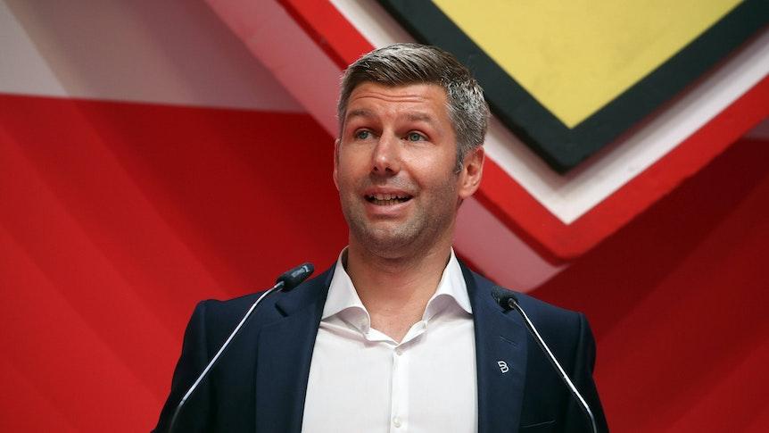Thomas Hitzlsperger spricht bei der Mitgliederversammlung des VfB Stuttgart