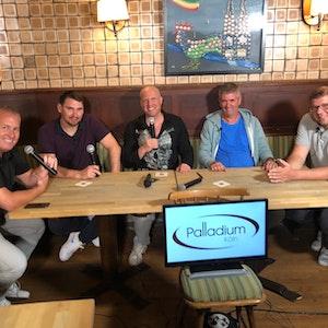 Marcel Schwamborn, Patrick Helmes, Markus Krücken, Friedhelm Funkel und Martin Schlüter bei Loss mer schwade am 16. September 2021.