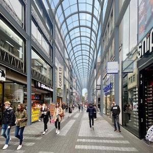 Illustration der Hohe Straße in Köln mit Glasdach.