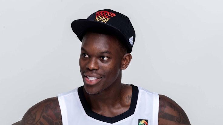 Basketball-Nationalspieler Dennis Schröder grinst