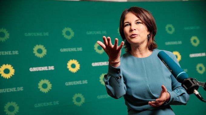 Kanzlerkandidatin Annalena Baerbock (Bündnis90/Die Grünen), am 16. September 2021 bei einer Pressekonferenz in Berlin, fordert die Bundesregierung zu einer Intervention in Moskau auf, damit die Gaspreise nicht noch weiter steigen.