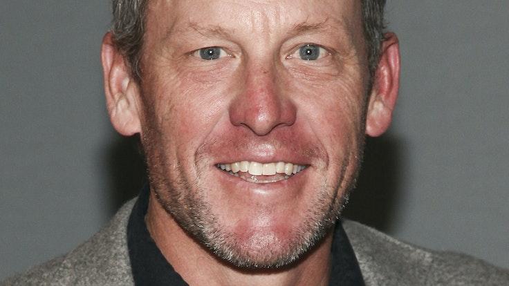 Der lebenslang wegen Dopings gesperrte frühere US-amerikanische Radprofi Lance Armstrong lächelt in die Kamera.