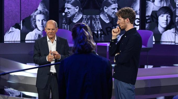 """""""Die ProSieben-Bundestagswahl-Show"""" mit Olaf Scholz: Er beantwortete die Frage von Jenny Stupka, die ihm unter Tränen dem dramatischen Wohn-Problem in Berlin berichtete."""
