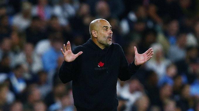 Manchester Citys Trainer Pep Guardiola gestikuliert beim Champions-League-Sieg gegen Leipzig.