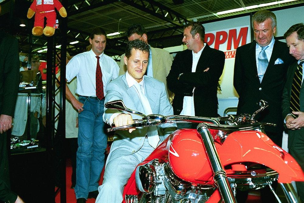 """Michael Schumacher auf dem Prototyp seiner offiziellen Harley-Davidson """"MS1 Limited Edition"""""""