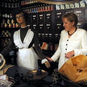 Bundeskanzlerin Angela Merkel (CDU) besucht am Donnerstag (20.08.2009) in Mülheim das Tengelmann-Museum. Der Konzern wird, so hieß es am 16. September 2021, von NRW nach München übersiedeln.