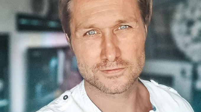 Nico Schwanz, hier auf einem Instagram-Selfie vom 30. August, hat es satt: Jetzt möchte er ältere Frauen daten.