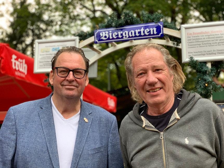 """Jürgen """"Blacky"""" Schwarz und Bernd Schelling schauen in die Kamera."""