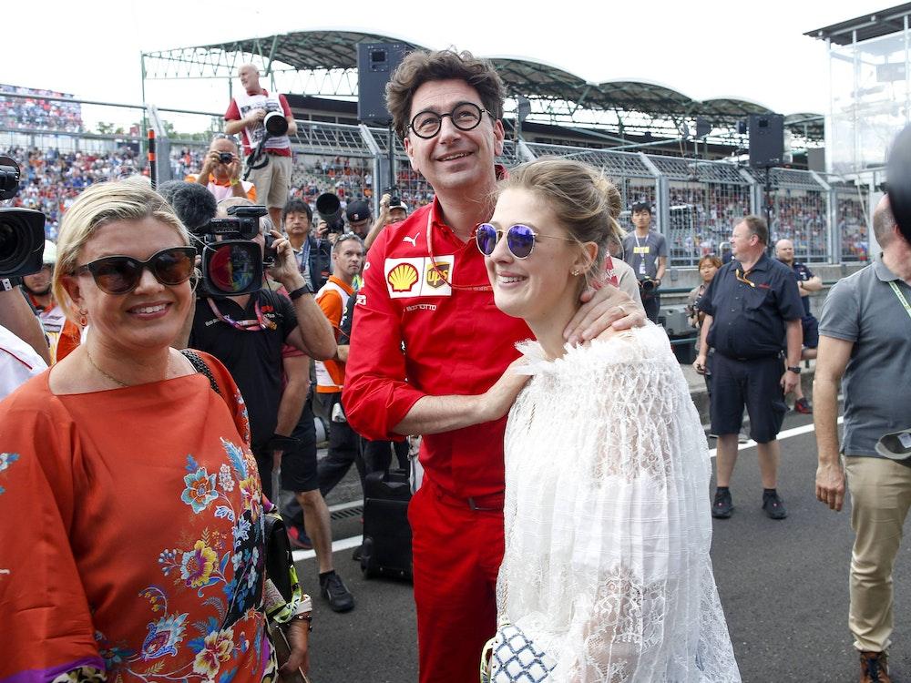 Gina-Maria Schumacher gemeinsam mit Mutter Corinna Schumacher und Mattia Binotto am 4. August 2019 auf dem Hungaro-Ring in Ungarn.