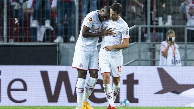 Anthony Modeste und Mark Uth jubeln über den 1:0-Führungstreffer gegen RB Leipzig.
