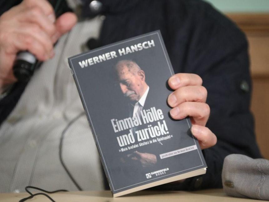 Werner Hansch präsentierte am 9. September im Pulheimer Wirtshaus am Markt sein neues Buch.