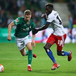 Mitchell Weiser spielt mit Werder Bremen gegen den Hamburger SV.