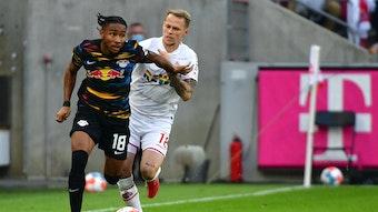 Christopher Nkunku enteilt seinem Kölner Gegenspieler Ondrej Duda.