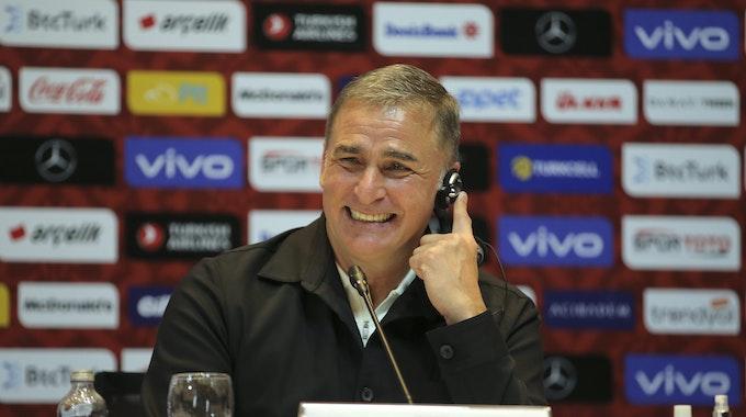Ex-U21-Trainer Stefan Kuntz bei der Pressekonferenz in der Türkei.