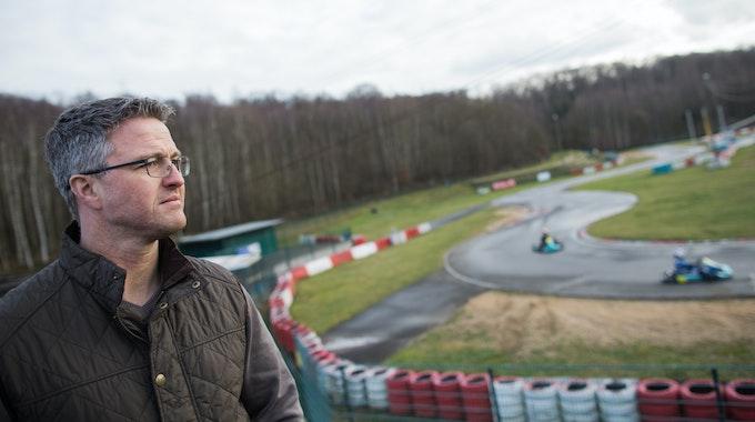 Der ehemalige Formel 1-Rennfahrer Ralf Schumacher steht am 10.1.2018 auf der Kartbahn in Kerpen.