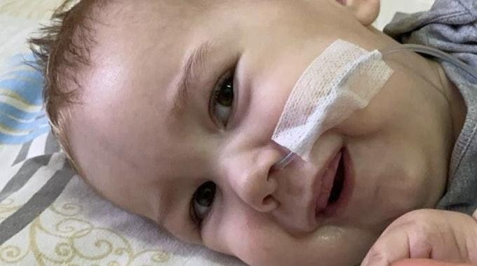 Baby Timur kämpft im Kranlenhaus um sein Leben.