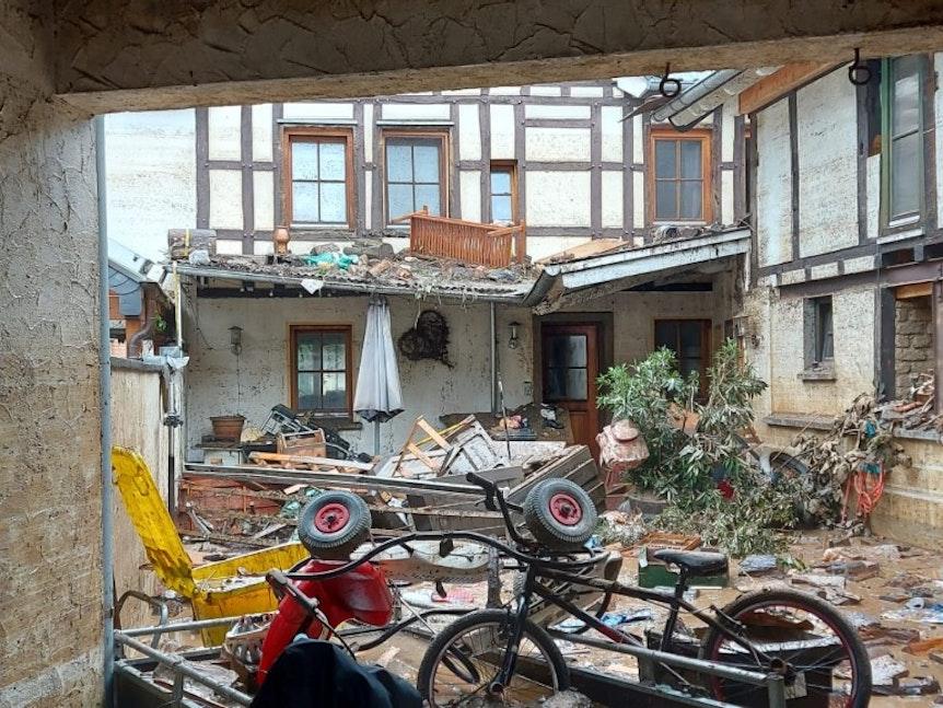 Folgen des Hochwassers in Dernau.