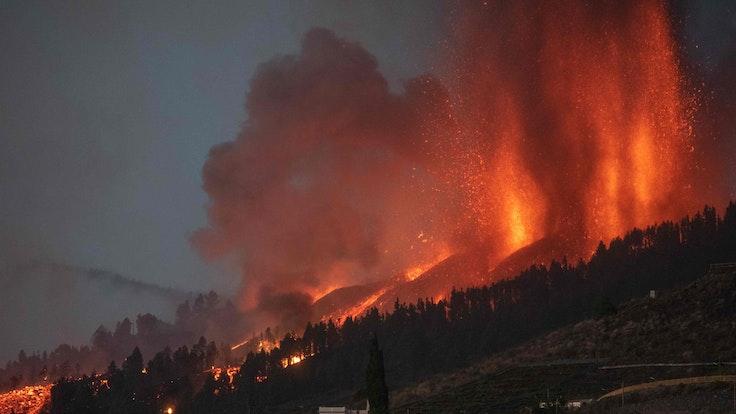 Auf der kanarischen Insel La Palma ist in El Paso der Vulkan Mount Cumbre Vieja ausgebrochen. Ein Foto zeigt nun, wie ein einzelnes Haus wie durch ein Wunder verschont blieb.
