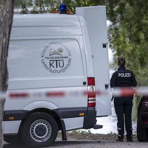 Einsatzkräfte der Mordkommission gehen nach dem Fund einer Frauenleiche am 19. September nahe des Oberlandesgerichts Hamm den Ermittlungen nach. Ein Passant hatte die teilweise unbekleidete Frauenleiche am Morgen entdeckt.
