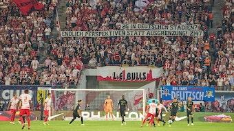 Teile der Fans von RB Leipzig sind gegen die 2G-Regelung.