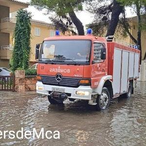 Starke Regenfälle führten auf Mallorca zu Überschwemmungen. Die Feuerwehr Mallorca rückte Dienstagvormittag vor allem zu Einsätzen in Port d'Alcúdia, Playa de Muro und Portocolom aus, wie sie via Twitter informierte.
