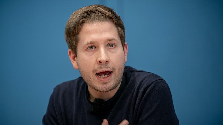Stellvertretender SPD-Bundesvorsitzender Kevin Kühnert, hier im November 2020 bei einer Pressekonferenz, muss sich bei Markus Lanz einiger Kritik stellen.
